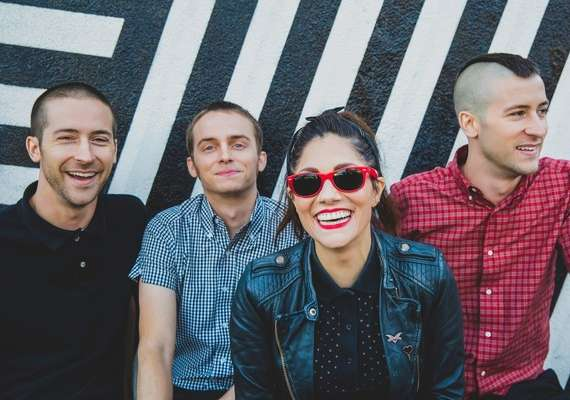 "The Interrupters covern ""Bad Guy"" von Billie Eilish"